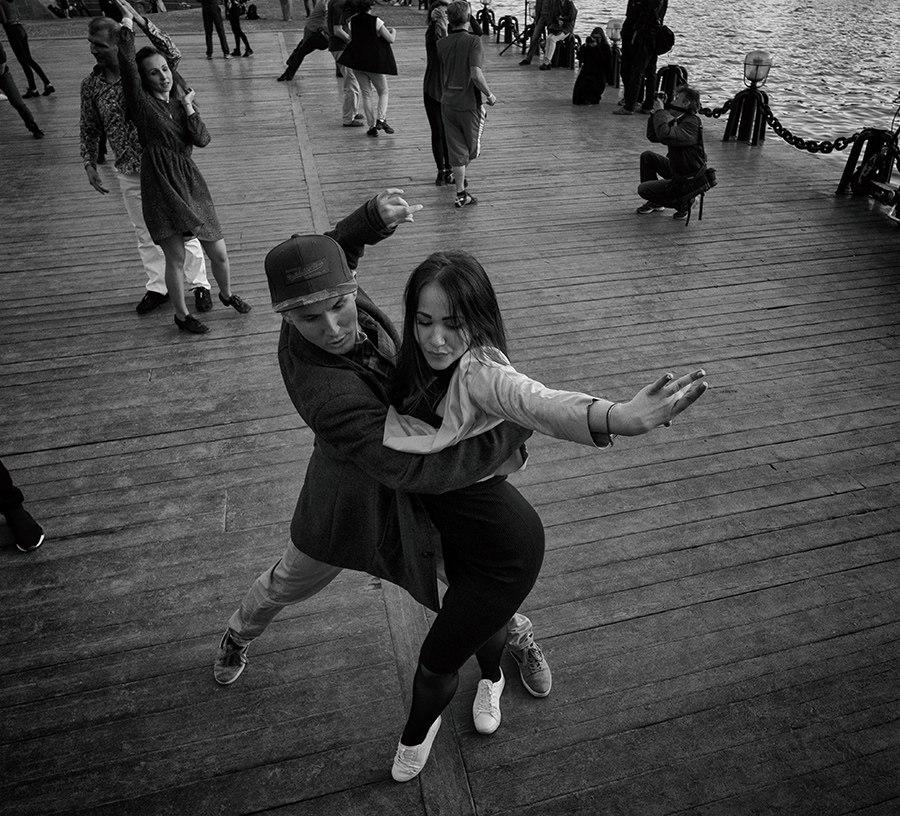 Современный парный танец Хастл