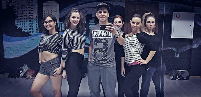 Девушки и Юрий Наизнанку