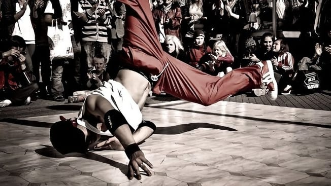 Уличный танец брейк